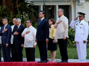 President Benigno S. Aquino III and His Excellency Enrique Peña Nieto, President of the United Mexican States, lead the singing of the Philippine and Mexico National Anthem during the welcome ceremony for the State Visit to the Philippines on Tuesday (November 17, 2015) at the sidelines of the APEC Economic Leaders' Meeting in Manila. (MNS photo)