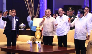 President Benigno Aquino III with PCOO Secretary Sonny Coloma grace the ceremony of Manila Bulletin 116th anniversary, offered a toast along with Vice Chairman and Executive Vice President Dr. Emilio Yap III and President of Manila Hotel Joey Lina in celebration of the anniversary. Manila Bulletin Publishing Corporation (MB) was founded as the Daily Bulletin on February 2, 1900 for the purpose of engaging in the publishing business. (MNS photo)