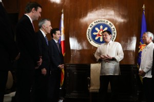 President Rodrigo R. Duterte welcomes the US Congressional delegation accompanied by US Ambassador to the Philippines Philip Goldberg at the President's Hall in Malacañan Palace on July 19.  (MNS photo)