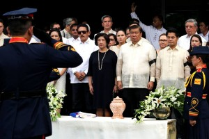 BENITEZ, 102: Senate President Franklin M. Drilon (3rd from right) receives the urn containing the ashes of former Senator Helena Z. Benitez, who passed away last Thursday. Benitez, the 7th woman elected as senator in Philippine history, authored laws on education, culture, arts and the environment, such as the Philippine Eagle Protection Act and Republic Act No. 6148 declaring Mount Iglit, Mount Baco and adjoining areas in Mindoro island as a national park. She died at the age of 102. In photo are, from left, Senators Risa Hontiveros (partly hidden), and Vicente Sotto III, Mrs. Mila Drilon, and Negros Occidental 3rd District Representative Alfredo Benitez. (MNS photo)