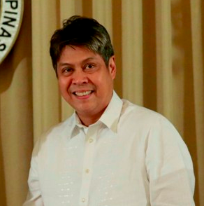 Pangilinan in 2015(Wikipedia)