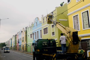Maintaining Olandes Resettlement in Marikina City: Workers of Marikina City maintains the beauty of Olandes Resettlement in Barangay Industrial Valley in Marikina City on Monday (Oct. 10, 2016). The in-city resettlement program for squatters is among the best practices in urban renewal and community development. (PNA photo by Joey Razon)