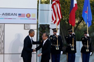 (RANCHO MIRAGE, California) President Benigno S. Aquino III is welcomed by United States President Barack Obama at the Sunnylands Garden and Center in Rancho Mirage, the venue of the Special US-ASEAN Summit hosted by the United States of America (USA). The summit is a follow-up to the elevation of US-ASEAN dialogue relations into a Strategic Partnership last November in Kuala Lumpur, Malaysia. The discussions will focus on trade, security, peace and stability in the region, including the issue on West Philippine Sea, and countering violent extremism. (MNS photo)