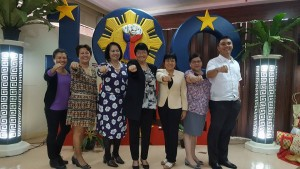 Department of Social Welfare and Development (DSWD) Secretary Judy Taguiwalo (center) makes the Duterte fist-gesture together with other DSWD Executive Committee (Execom) members to highlight their continuous vow to bring more efficient services after citing their accomplishments in their first 100 days in office on Tuesday (Oct. 11, 2016). Others in photos are (from left) DSWD Assistant Secretary Aleli B. Bawagan, Asec. Hope V. Hervilla, Undersecretary Vilma Cabrera, Usec. May Fe Ancheta, Usec. Florita R. Villar, and Asec. Jose Antonio Hernandez. (MNS photo)