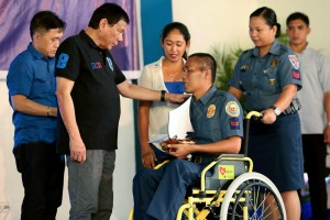 President Duterte gives an award to wounded PO2 Joemar Fuentes during his visit at the Police Regional Office-9 Headquarters in Camp Abendan, Zamboanga City on Monday.(MNS photo)