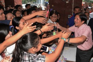 -- Senator Ferdinand Marcos Jr. (right) presses hands with admirers during his speaking engagement at the Unibersidad de Manila on Wednesday. Marcos is touring universities to talk about the Bangsamoro Basic Law (BBL), which his committee handles in the Senate. (MNS photo)