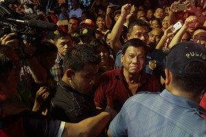 Davao City Mayor Rodrigo Duterte arrives to a cheering crowd for his campaign sortie in Tondo, Manila on Tuesday. Duterte kicked off his 90-day campaign addressing Tondo residents, mostly migrants from Visayas and Mindanao, with a promise of decentralizing development in the country.(MNS photo)