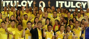 "President Benigno S. Aquino III, with Liberal Party Presidential bet Mar Roxas, flashes the Laban ""L"" sign along with the members and officers of the Liberal Party during the Liberal Party (LP) Joint National Directorate and National Executive Council (NECO) Meeting at the LP Headquarters in Balay, Cubao, Quezon City on Wednesday (September 30). (MNS photo)"