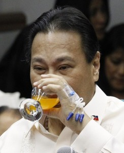 Supreme Court Chief Justice Renato Corona, with a hep-lock attached to his hand, drinks soda during his impeachment trial at the Senate in Manila May 25, 2012. The Philippines' top judge returned to the witness stand at his own impeachment trial to deny concealing 45 properties and millions in assets and denounce a case President Benigno Aquino sees as key to rooting out corruption. Corona, chief justice of the 15-member Supreme Court, was installed by Aquino's predecessor, Gloria Macapagal Arroyo, who herself faces election fraud and corruption charges. Corona had left the witness stand during his impeachment trial on May 22, 2012 and was hospitalised after his blood sugar dropped sharply according to his lawyers.(MNS Photo)