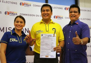 Mark Lapid, along with his wife Tanya and father Senator Lito Lapid, files his certificate of candidacy for senator at the Comelec office in Manila on Wednesday, October 14. (MNS photo)