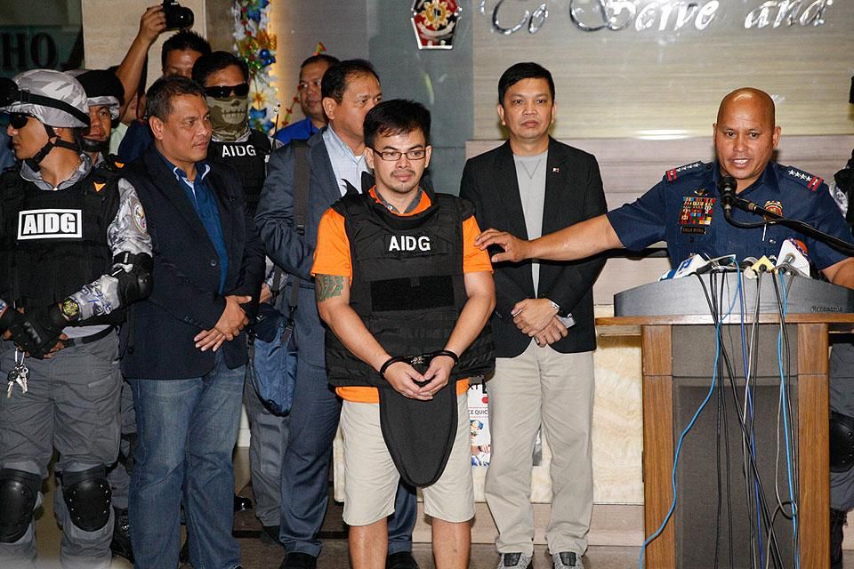 PNP chief Dir. Gen. Ronald 'Bato' Dela Rosa presents suspected Eastern Visayas drug lord Kerwin Espinosa to media at Camp Crame early Friday morning, November 18, 2016. Espinosa, son of slain Albuera Mayor Rolando Espinosa, is the alleged Eastern Visayas drug lord. Espinosa was brought to Manila after five months of hiding in Abu Dhabi. (MNS photo)