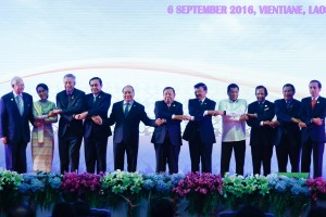 President Rodrigo Duterte joins other heads of states on stage during the opening ceremony of the ASEAN Summit at the National Convention Center in Vientiane, Laos on September 6. (MNS photo)