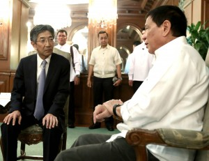 President Rodrigo R. Duterte meets with Japanese Ambassador to the Philippines Kazuhide Ishikawa in Malacañang on Monday (Oct. 3, 2016). (MNS photo)