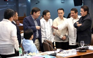 """MONEY LAUNDERING: Senators in a huddle during the Senate Blue Ribbon Committee hearing on Tuesday, March 15, 2016, on the alleged $100 million that was laundered in the Philippines. Photo shows (from left to right) Senators Aquilino """"Koko"""" Pimentel III, Joseph Victor """"JV"""" Ejercito, Sergio Osmeña III (seated), Senate President Pro-Tempore Ralph Recto, Juan Edgardo """"Sonny"""" Angara, Alan Peter Cayetano, Teofisto """"TG"""" Guingona III and Vicente """"Tito"""" Sotto III. In his opening statement Guingona said that he """"cannot agree to an executive session because subject funds belong to the Bangladesh government which did not invoke confidentiality.""""(MNS photo)"""