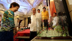 "President Benigno S. Aquino III views the miniature ""Tuwid Na Daan"" made of glass presented as a gift to the President by organizers of  Bulong-Pulunganforumat Sofitel Philippine Plaza Manila Friday, (December 11). The President is the guest of honor at the Annual Bulong-Pulungan Christmas Party.  (MNS photo)"