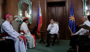 President Benigno S. Aquino III converses with His Eminence Charles Maung Bo, Papal Legate and Archbishop of Yangon and the Pontifical delegation during a courtesy call in Malacanang Monday (February 1). The Papal Legate and his delegation is in Manila after the successful celebration of International Eucharist in Cebu. (MNS photo)
